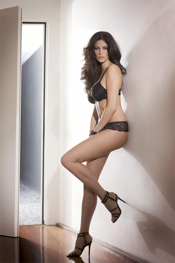 Manuela Arcuri lingerie