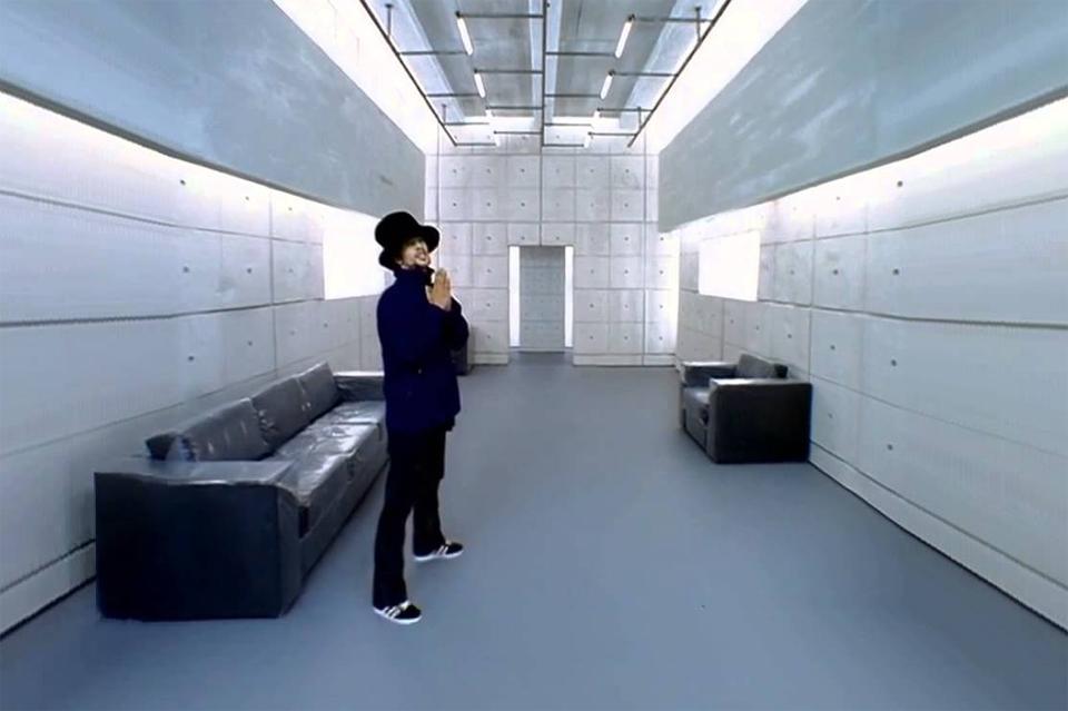 Jamiroquai dans son clip Virtual Insanity