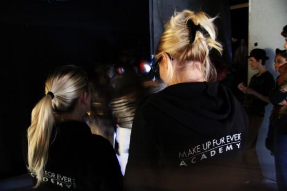 8-backstage-defile