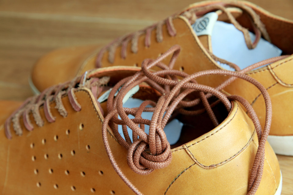 Someone Shoes Lacets