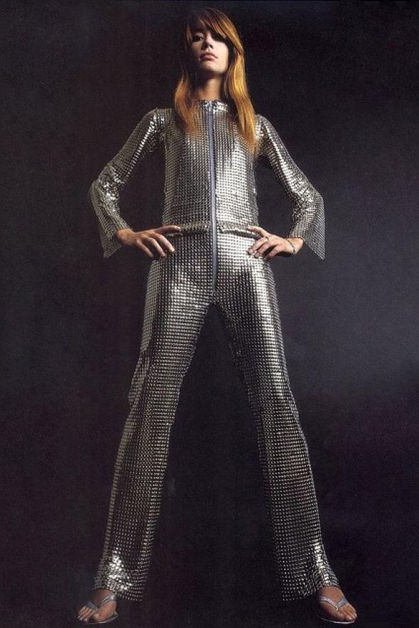 Françoise Hardy en combinaison métaillique par Paco Rabbane (1968)