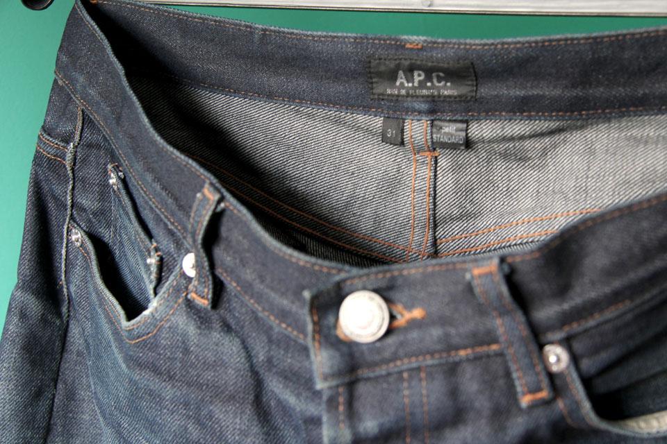 Un jeans brut qui a perdu de sa couleur naturellement