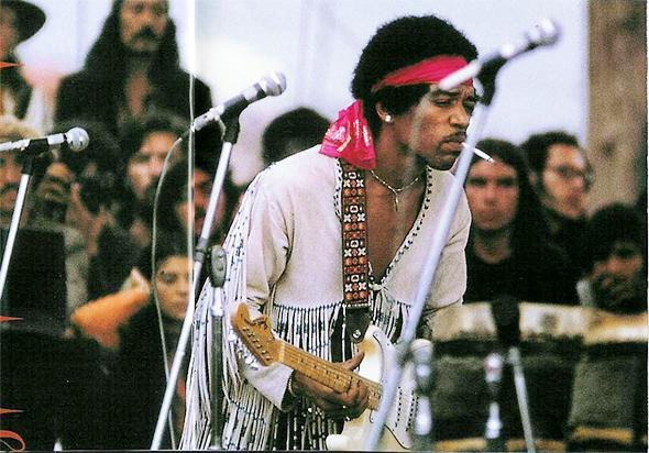Le look de Jimi Hendrix à Woodstock (1969)