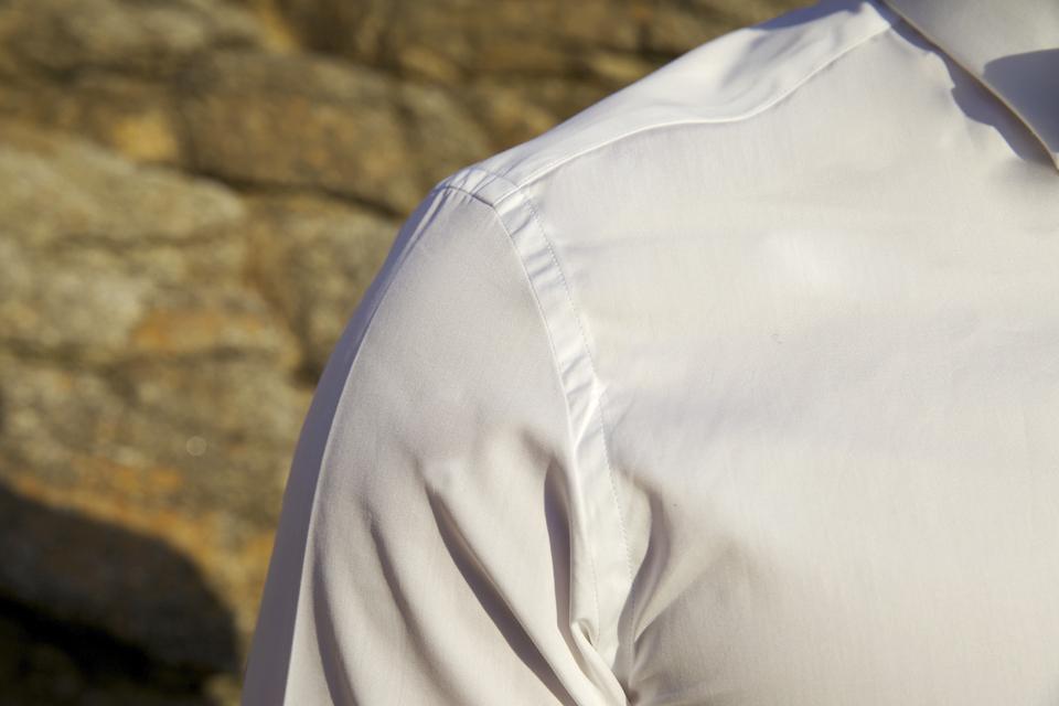 chemise cavalier bleu épaule