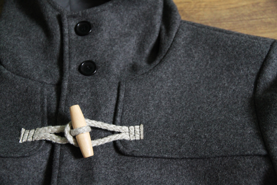 Détail duffle coat menlook label