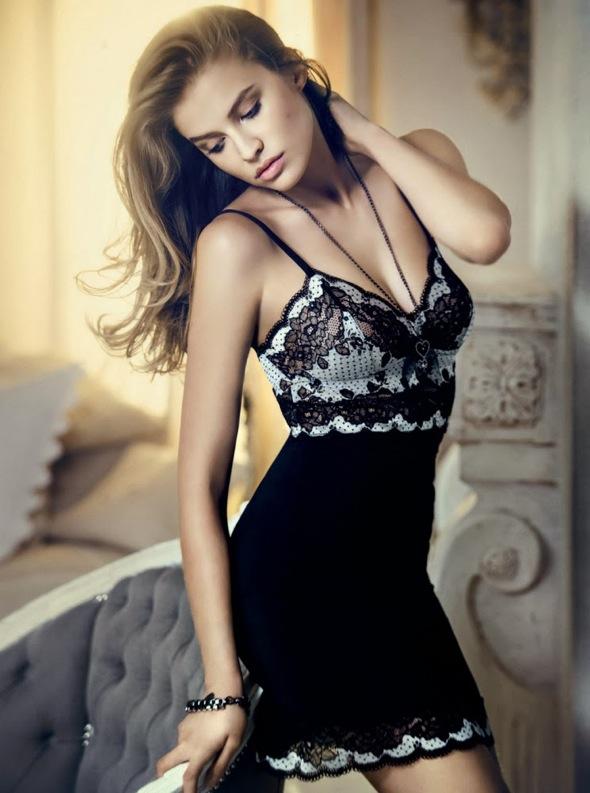 Tanya Mityushina combinaison noire