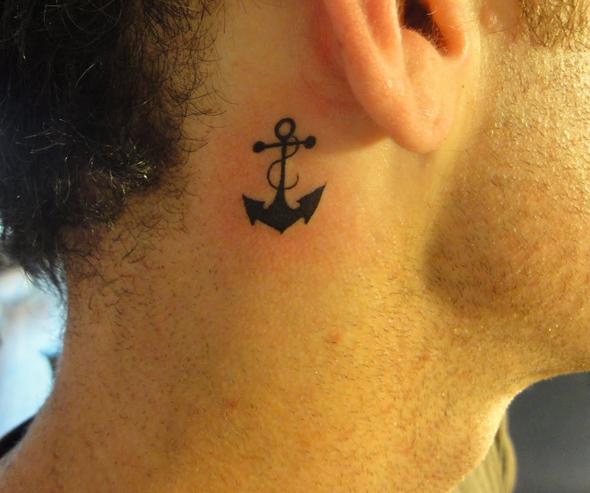 tatouage-discret-oreilles
