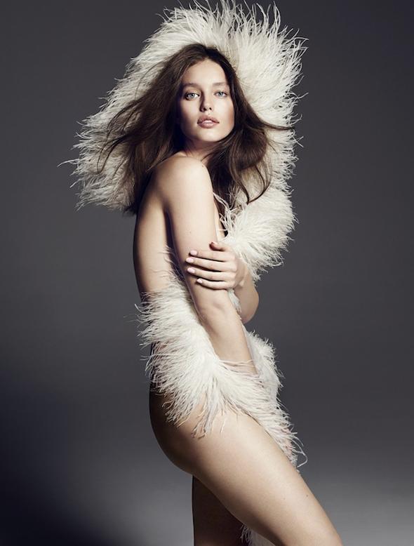 Emily Didonato sexy nue boa