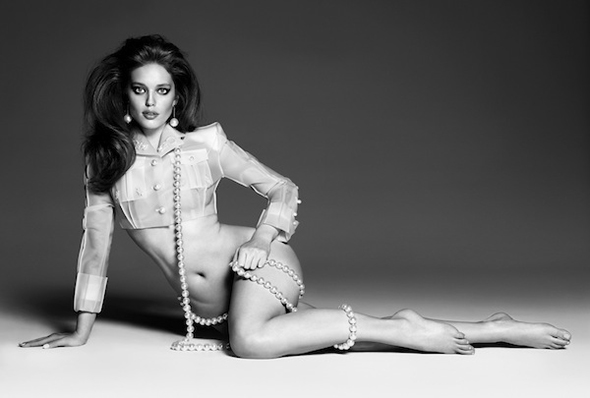 Emily Didonato sexy nue perle