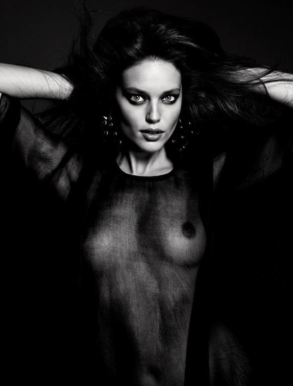 Emily Didonato sexy transprent seins