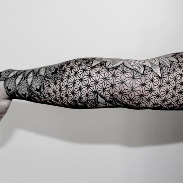 10 id es de tatouage sur les bras. Black Bedroom Furniture Sets. Home Design Ideas