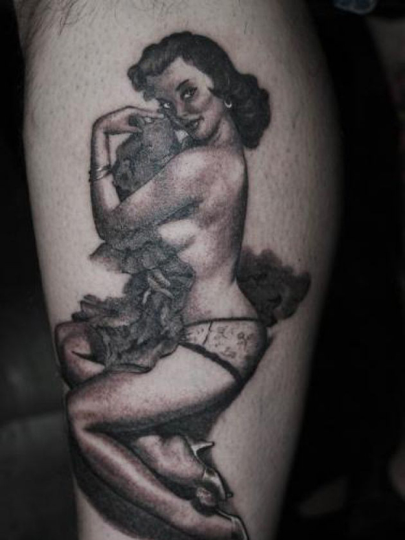 tatouage-bras-pin-up