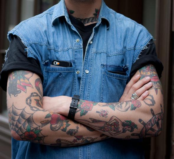 tatouage homme old school bras