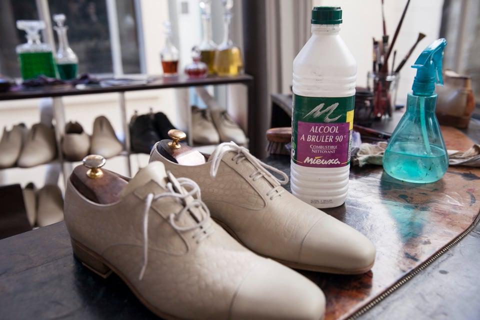 chaussures-derville-joe-nettoyage-alcool