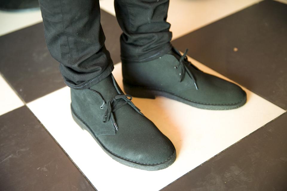 clarks desert boots black
