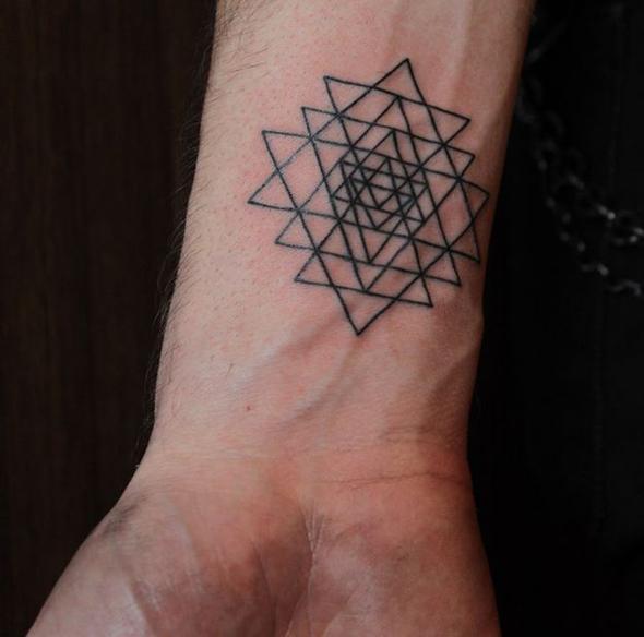 tatouage-poignet-graphique