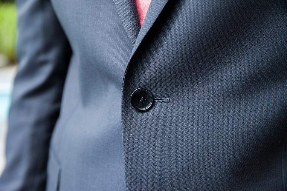 costume-de-fursac-gris-focus-bouton-2