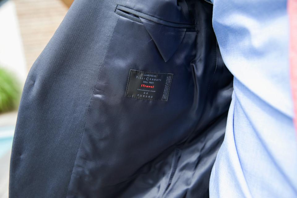 costume-de-fursac-gris-focus-etiquette-tissu