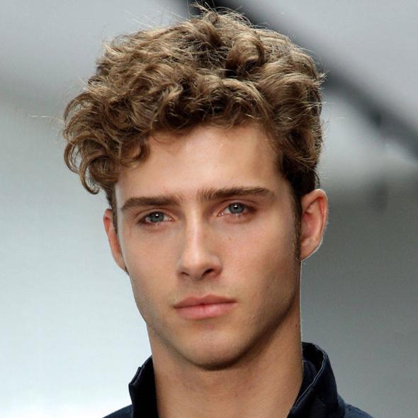 Coupe de cheveux pour visage ovale pour homme
