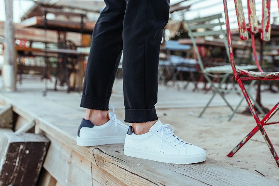 sneakers pied de biche blanc et bleu