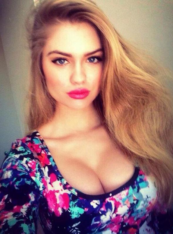 alexandria_morgan_t shirt fleurs