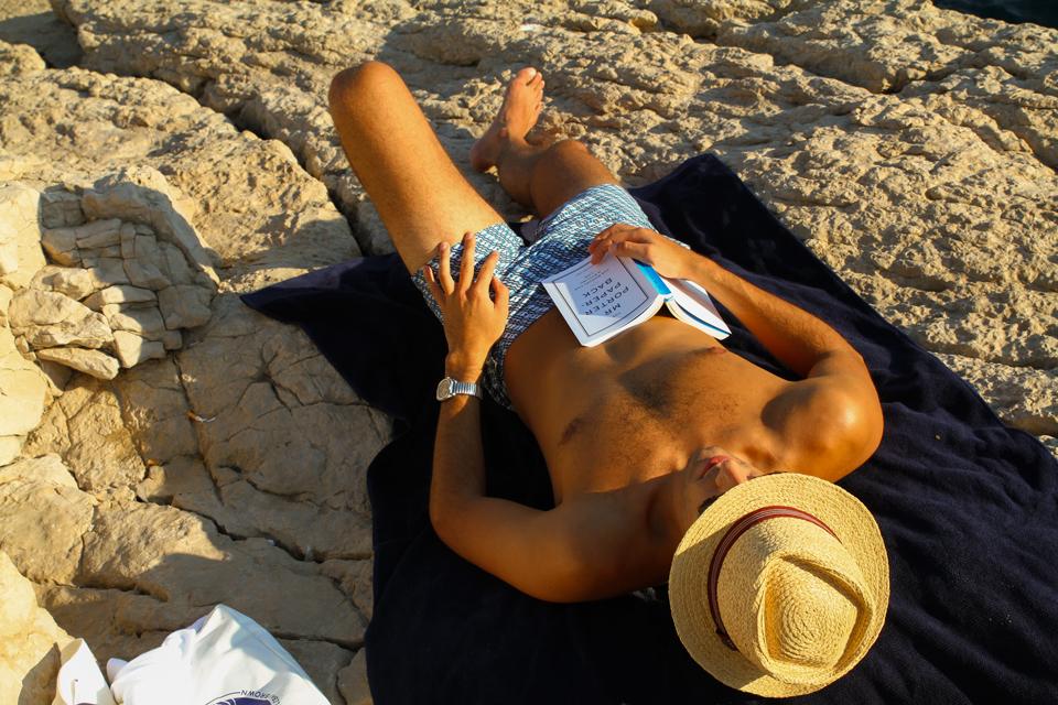 sieste-sur-la-plage