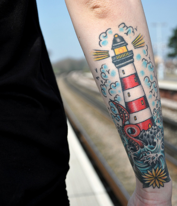 tatouage marin phare