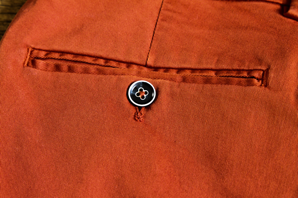 le-pantalon-paris-chino-rouille-poche-passepoilee