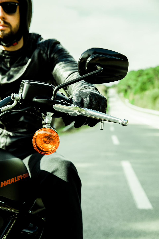 harley-roadster-motard-route