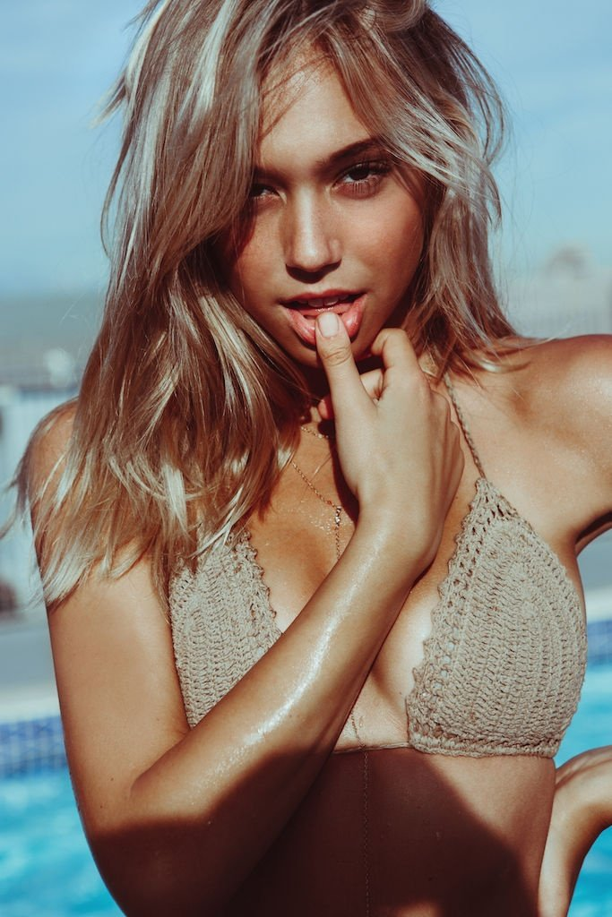 Alexis Ren Boobs