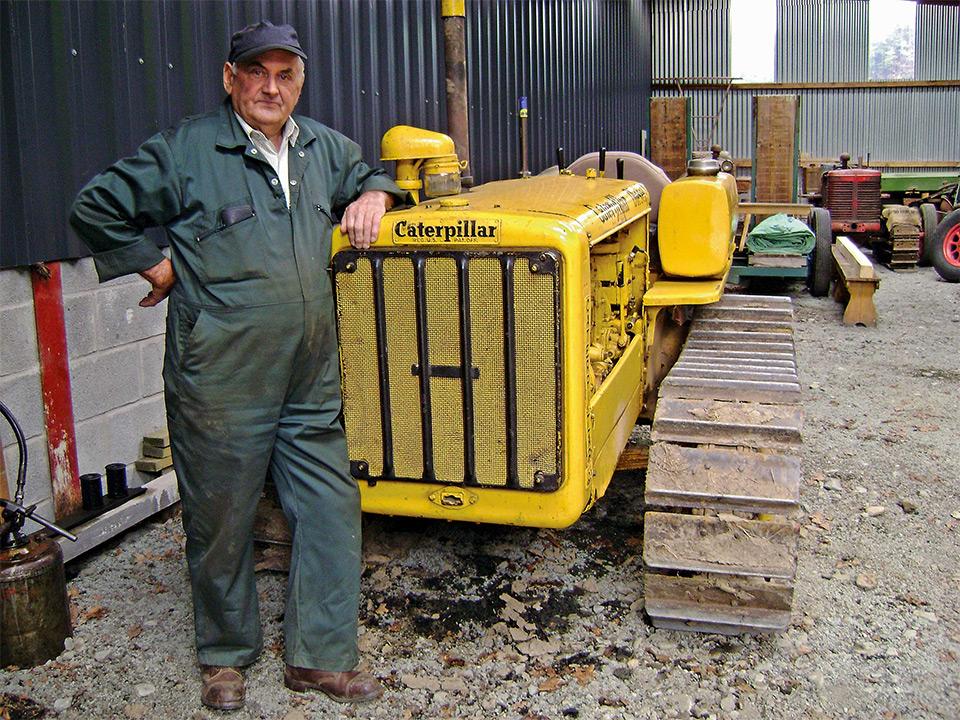 vieux tracteur caterpillar