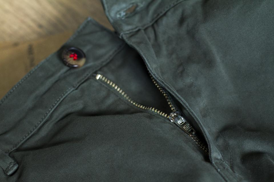 zip chino menlook label