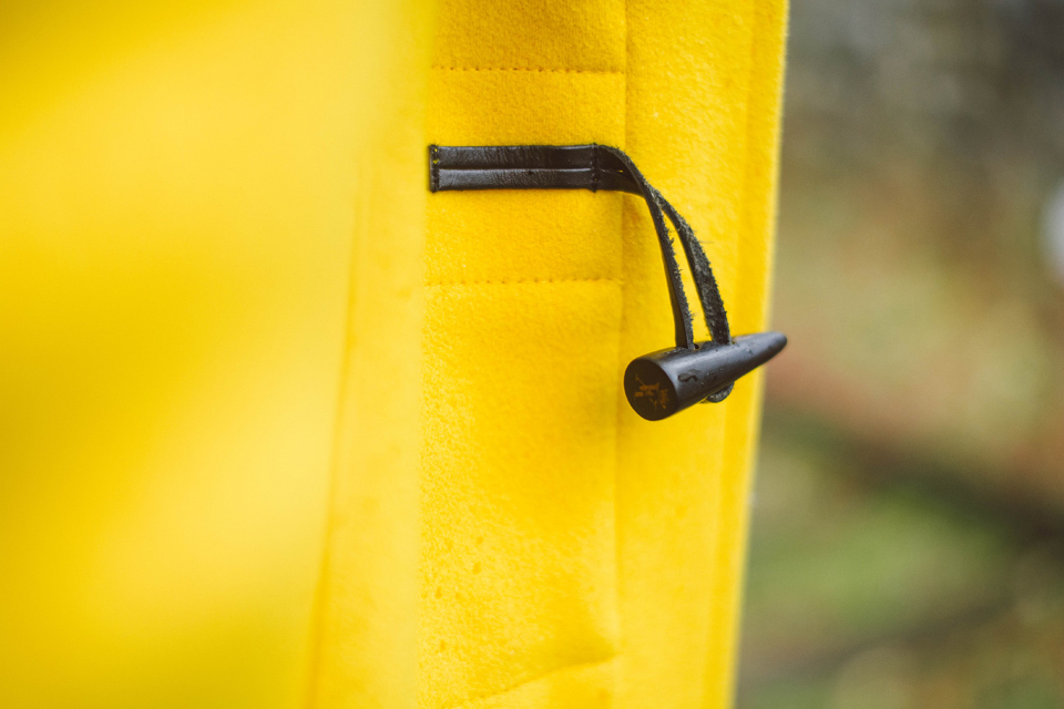 detail duffle coat jaune vicomte a