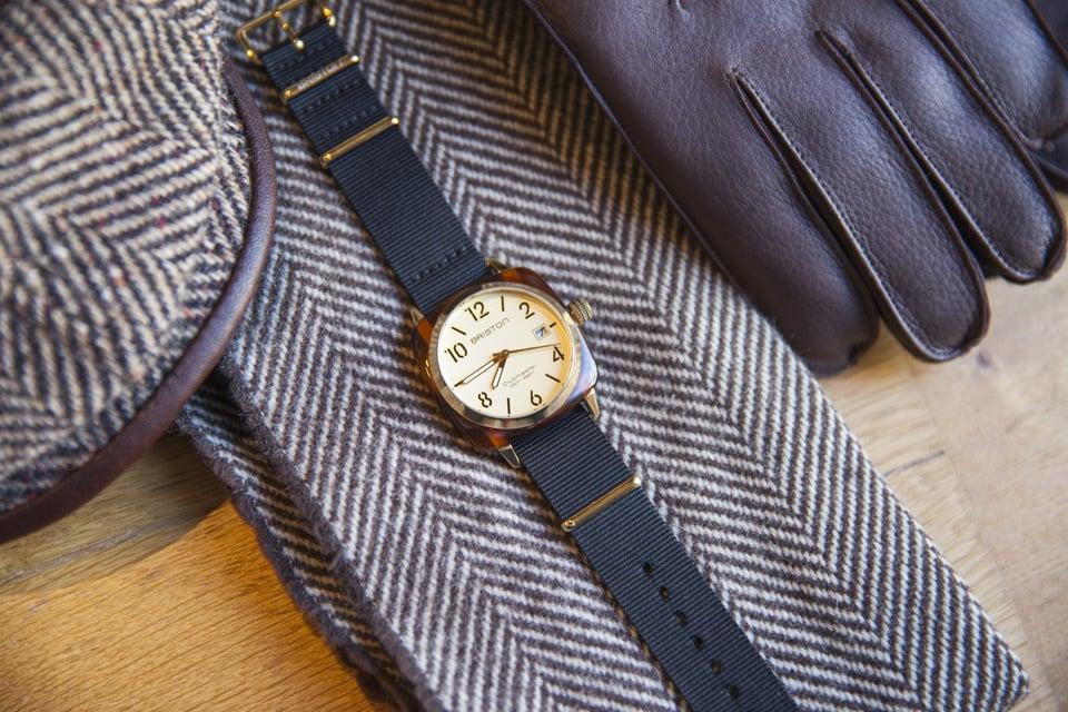 hms-champagne-bracelet-noir-kit-hiver