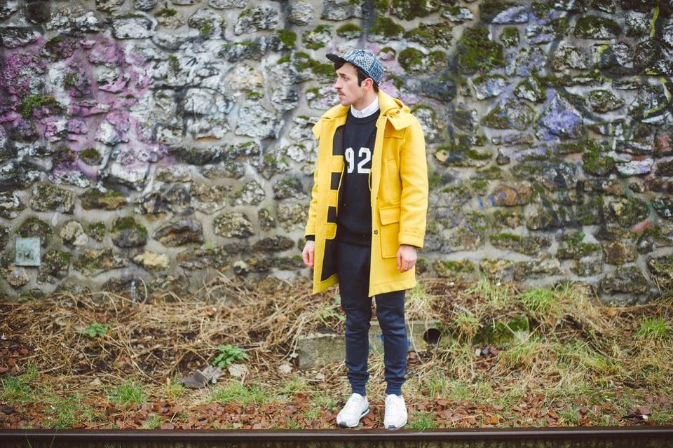 look cuc duffle coat jaune vicomte a pull sneakers lacoste live casquette vans