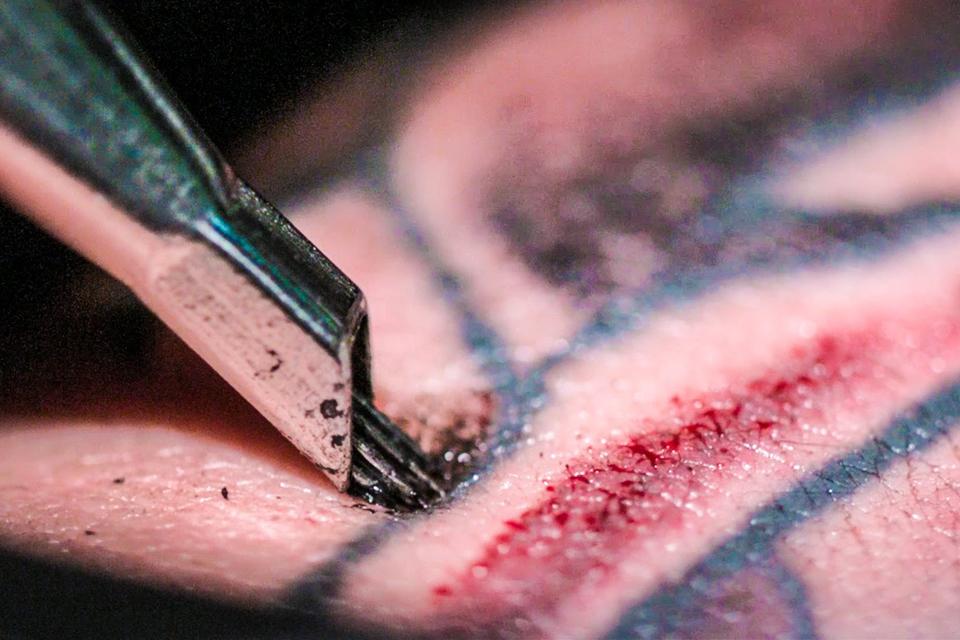 10 choses à savoir avant de se faire tatouer aiguille