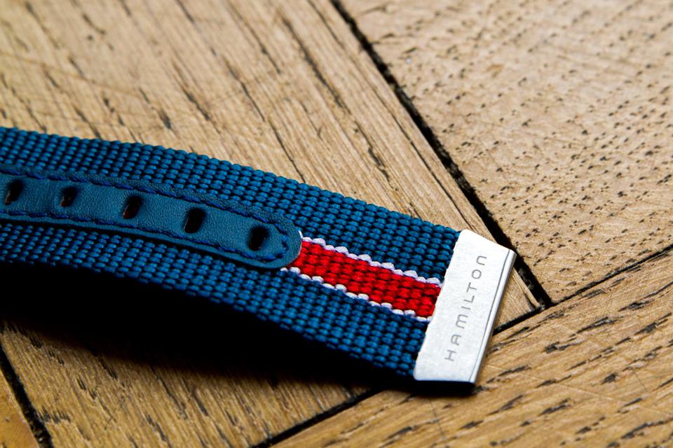 finition-logo-hamilton-bracelet-nato