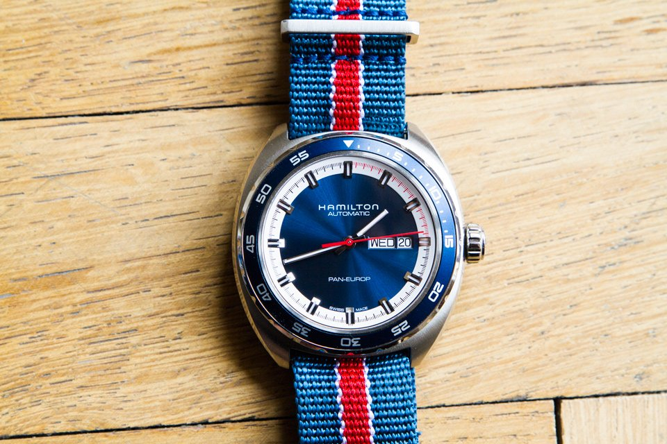 Montre Hamilton Pan Europ montée sur un bracelet Nato rayé