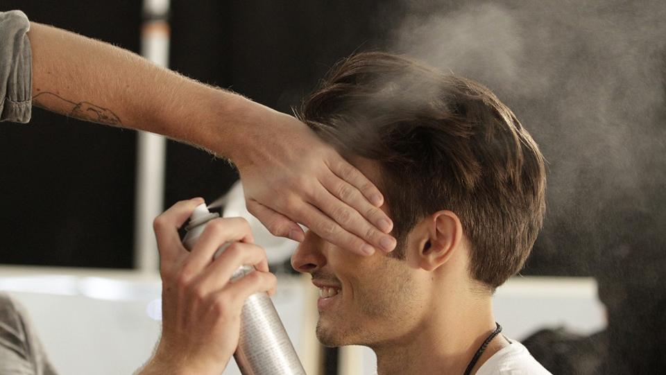 nos conseils coiffure homme men hair spray laque