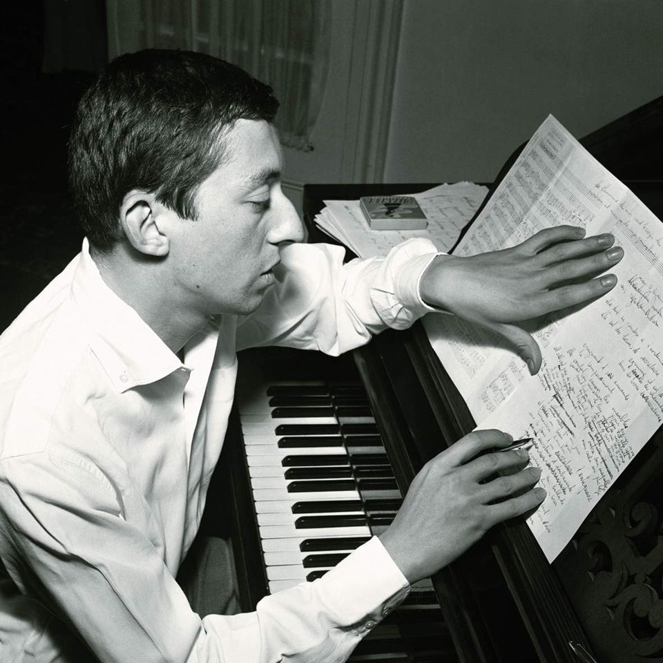 serge gainsbourg icone de mode écriture piano