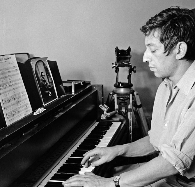 serge gainsbourg icone de mode piano