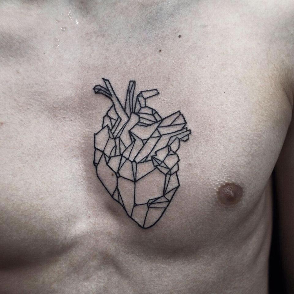 Tatouage coeur biomécanique