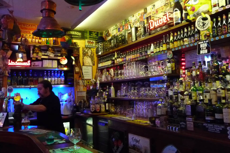 le troll cafe bar