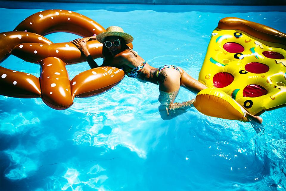 lookbook-pool-beachwear