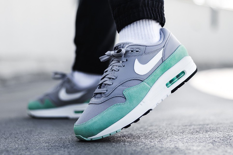 info for 23b98 2cb11 Nike Air Max 1 Atmosphere-Grey-2019
