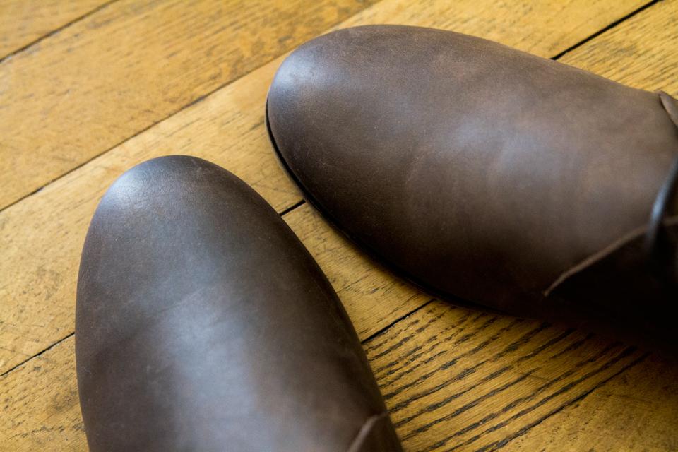 bout-desert-boots-moustache