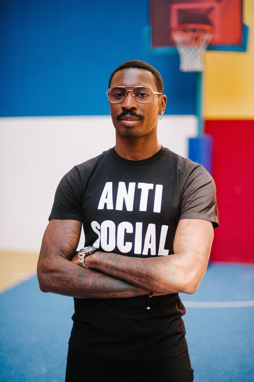 look homme lunettes tshirt graphique