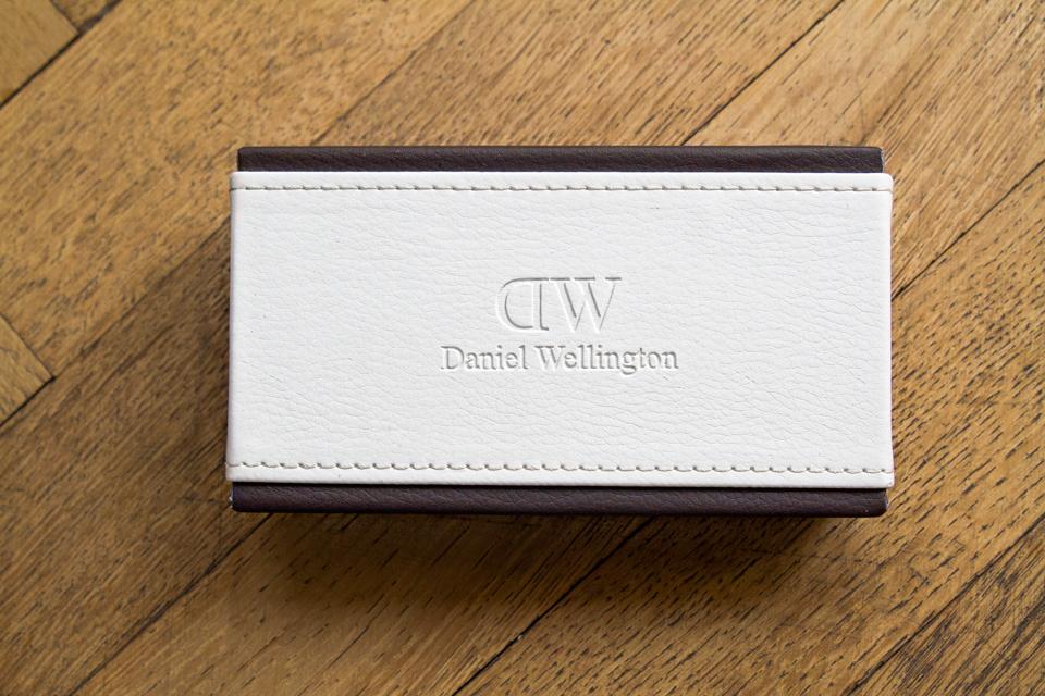 boite-daniel-wellington-logo