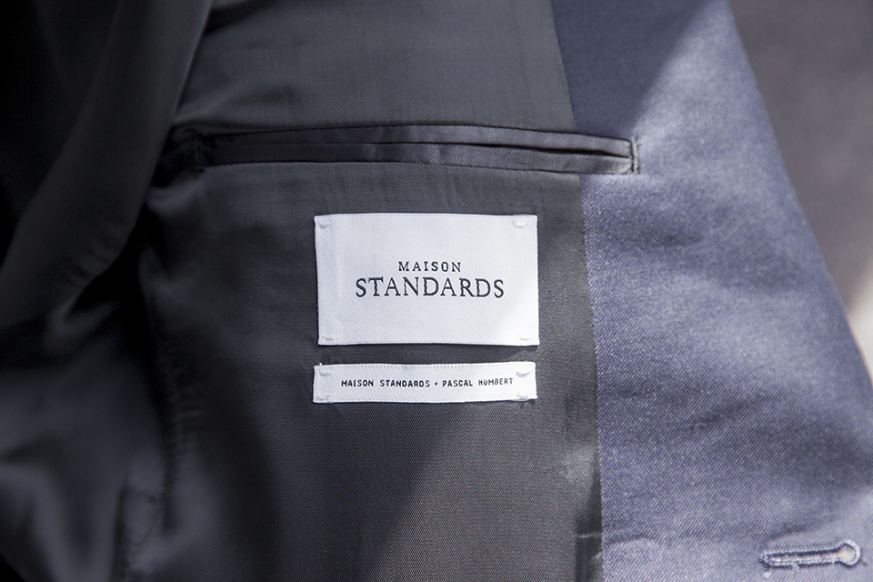 Costume Maison Standards Etiquette gros plan