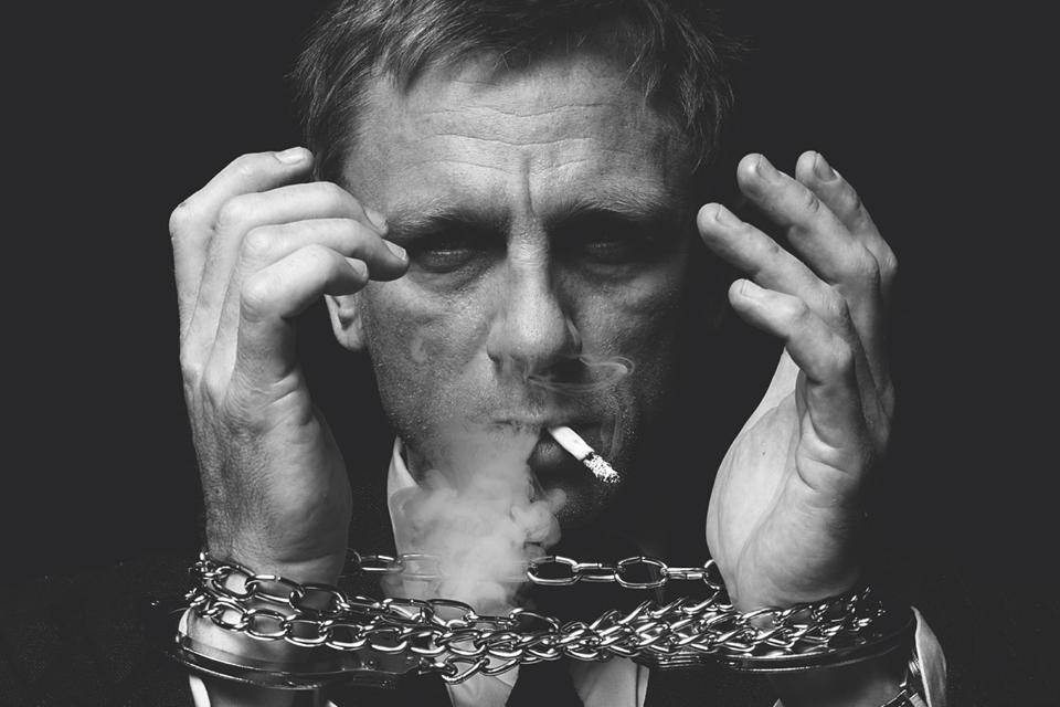 daniel craig cigarette